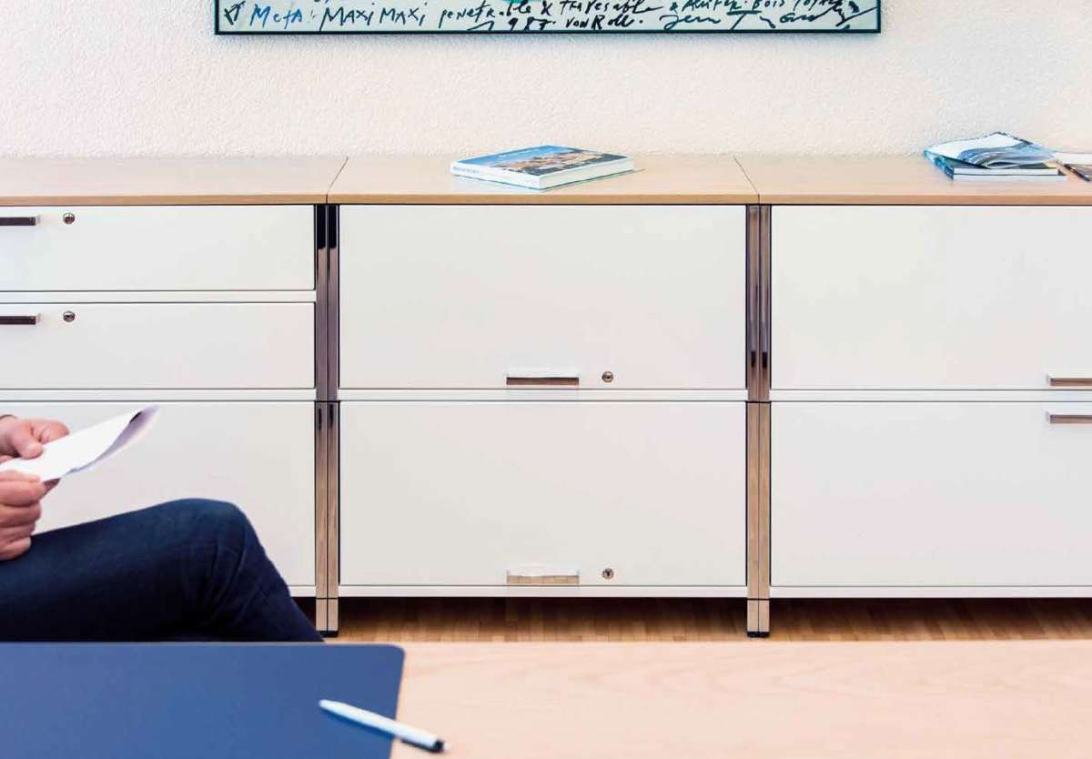 Designer Bueromoebel Leuchten Kollektion: Interstuhl Büromöbel